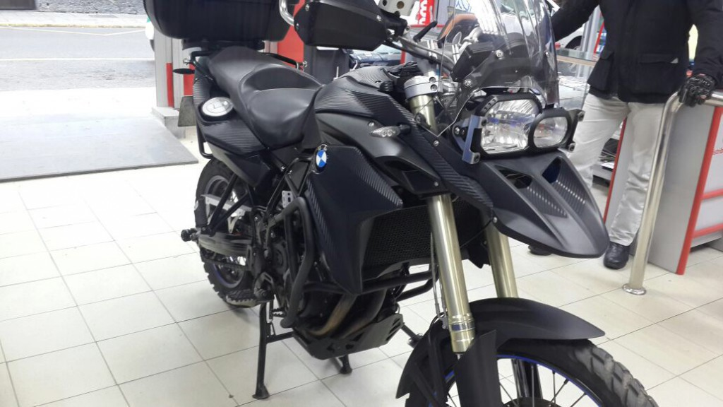 bmw f800 una moto en vinilo de fibra de carbono