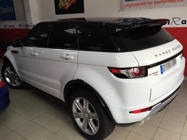 Laminado cristales delanteros para Land Rover Evoque en negro claro 3M y traseros en negro medio 3M.